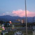 8月 夕日に照らされた四国山脈の上の積乱雲