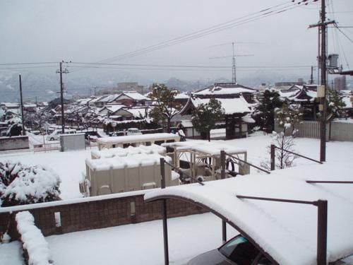 1月21日の朝の西条 水源地の水は凍っていません。
