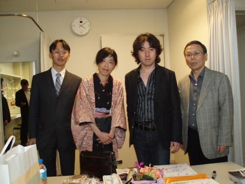 2わたしの合唱の恩師 秋川暢宏先生と(雅史さんのお父様)と雅史さんと長男の宏之さんと
